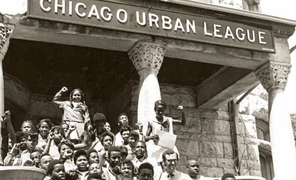 children on the steps of Chicago Urban League